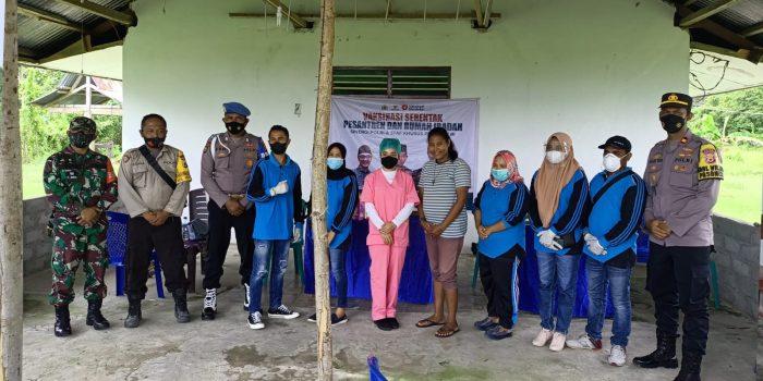 """Vaksinasi Serentak Rumah Ibadah dan Pesantren """" Sinergi Polri dan Staf Khusus Presiden RI"""" di Trans SP I Karlutu Seram Utara Barat"""